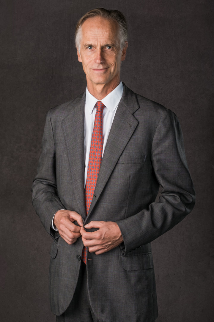 corporate-portrait-suit-tie-grey-haired