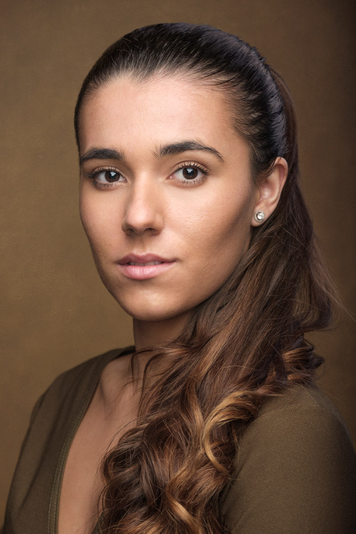 headshot for actress Sophie Hope